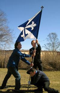 Tösi-lippua tukemassa